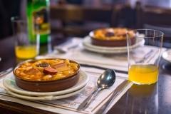 arroz con calamares y chirlas caceroladas